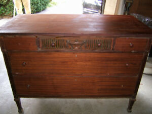 ANTIQUE SOLID MAHOGANY CLASSIC  CARVED DOVETAILED CABINET