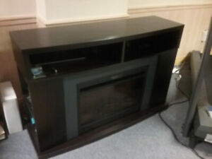 Electric fireplace / mantle