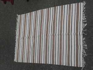 100% WOOL HAND WOVEN RUG 92 X 62 in