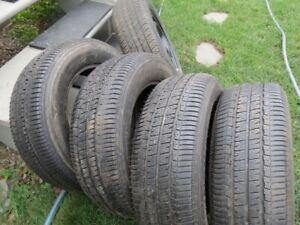 5 pneus été 4 bridgestone et un Dunlop sur roue de camry