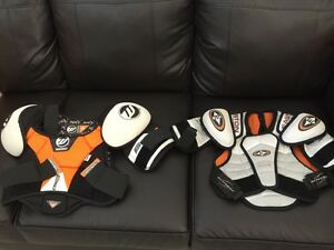 Hockey player equipments (9-12 years old )