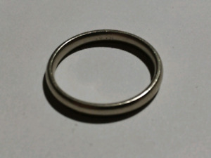 10k White Gold Band / Ring.   Size 9 1/4