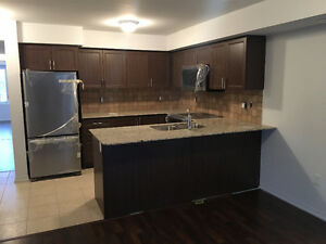 Rent Condo Townhouse in Oakville - Dundas/Six Line (UPGRADED)