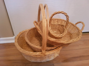 Set of 4 wicker baskets in excellent condition