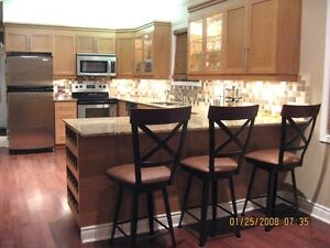 EXECUTIVE COTTAGE FOR RENT OCT. 28-30 > STEPS TO THE BEACH