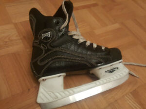 Kids Size 2 Mission Hockey Skates with Gloves