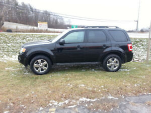 2010 Ford Escape AWD, Saftied, Warranteed and ready to go