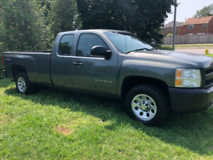 1owner 2011 Chevy Silverado1500 4X4 8 foot-long box 289 923-8758