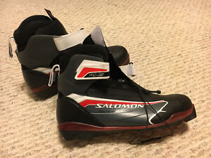 Men's cross country ski boots