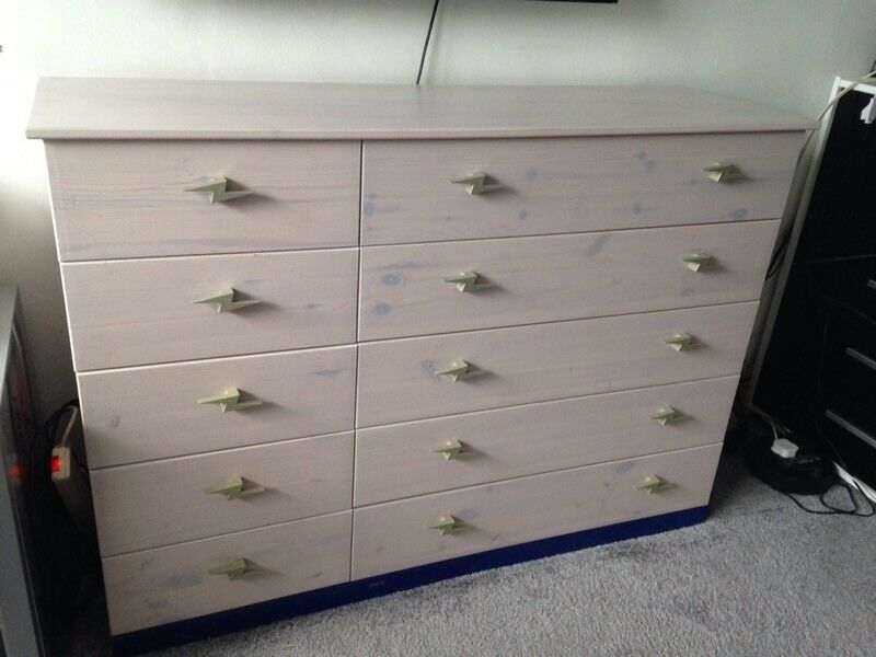 Chest of Drawers (great space)