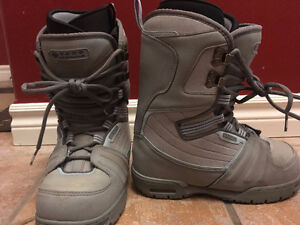 Vans Womens Size 7 Snowboard Boots