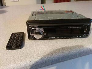 radio cd et usb et prise pour sub comme neuf avec manette