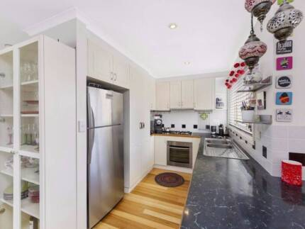 Townhouse for sharing WITH FEMALES Queanbeyan Queanbeyan Area Preview