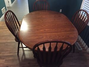 Oak table with 4 chairs London Ontario image 3