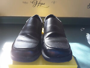 Boys dress shoes size 1 1/2 black only worn one time Cambridge Kitchener Area image 4
