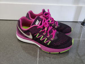 Excellent condition Women's Nike running shoes US8