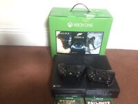 Xbox One 1 TB, 2 controllers & 4 top games