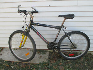"Mountain bike, 21 speed 20 inch frame 26"" tires hand guard"