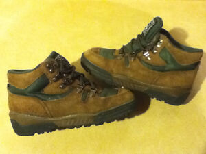 Kids Great Canadian Rugged Wear Hiking Boots Size 2 London Ontario image 1