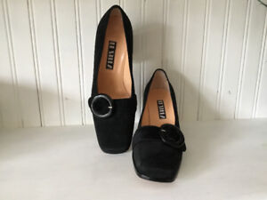 Women's black suede pump, like new