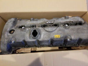 BMW valve cover in excellent condition
