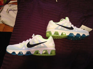 Brand NEW Nike Max Sneakers Size 7