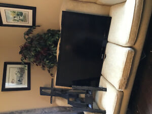 "SAMSUNG 46"" TV and TV wall SWIVEL MOUNT"