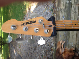 Peavey.. Made in USA 5 string Bass and TNT 130 amp