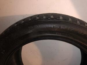 3 pneus d'hiver Nokian Hakkapeliitta 8  235/45R17