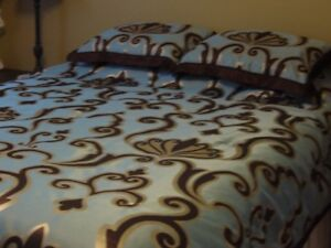 lovely queen sized comforter