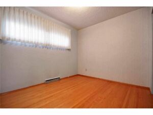 Furnished room very close to uofc, grocery, ctrain- $490+