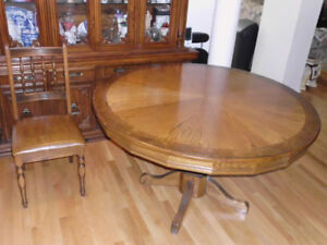 Beautiful Antique Dining Table with 6 chairs for $249.00 OBO