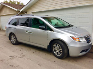 2013 Honda Odyssey EX-RES very clean, excellent condition