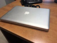 MacBook Pro 13 inch i7 4GB Ram 750GB HD