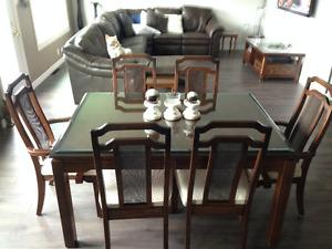 table 6 chaises en merisier et vaisselier...négociable