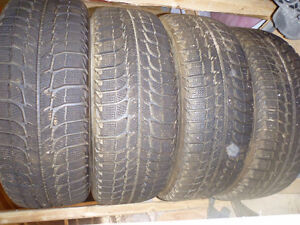 4 pneus d'hiver avec Mags 195/60R14 Michelin X-ICE