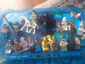 UNIQUE LEGO MINI FIGURES AND WEAPON  WITH LEGO CASE