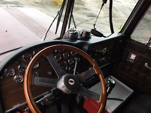 Awesome working and immaculate shape 1985 peterbilt 359 Peterborough Peterborough Area image 7