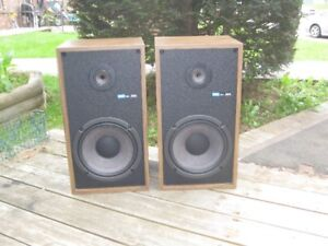 VINTAGE SONY SS 955 BOOKSHELF SPEAKERS IN EXCELLENT CONDITION