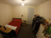 Professional flat share! Ensuite double bedroom L1