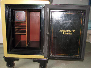 Victor Safe & Lock Co. Antique Safe Kitchener / Waterloo Kitchener Area image 2