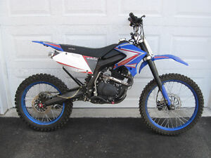 250CC Daymak Dirtbike for sale!!!