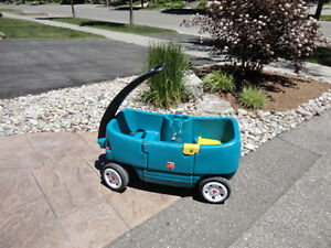 Step 2 Green Wagon with Door and seats..... works great Kitchener / Waterloo Kitchener Area image 1