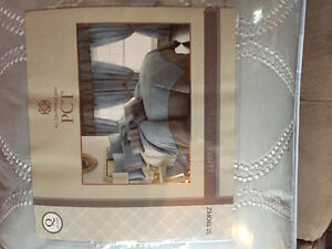 Brand new 24 piece queen bedding set