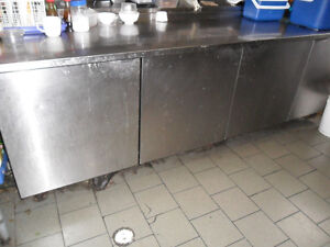 Equipements stainless- Resto FERME-CLOSED