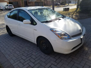 2008 Toyota Prius - White 119K with spare set of winter tires