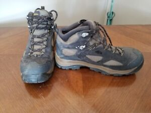 SIZE 8 MENS COLUMBIA BOOTS
