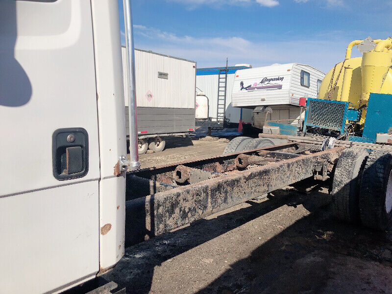 1998 Freightliner Cab & chassis - reduced price