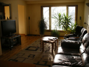 MISSISSAUGA 2 BEDROOM UPPER LEVEL AVAILABLE AUGUST 1ST