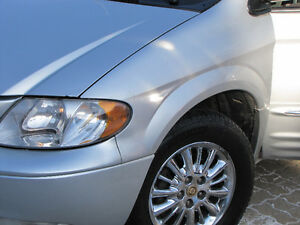 2004 Chrysler Town & Country Touring Minivan, Van